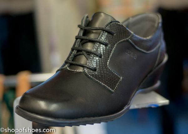 Shayla Ladies Comfortable black leather laced shoe.